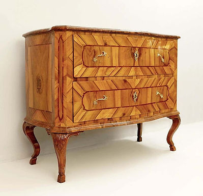 18th Century Walnut Chest of Drawers (Germany)