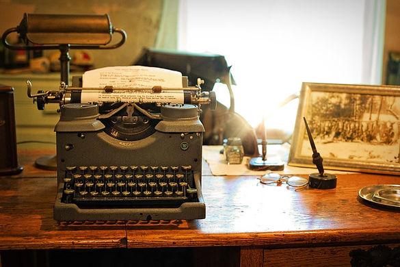typewriter-2095754_1280.jpg