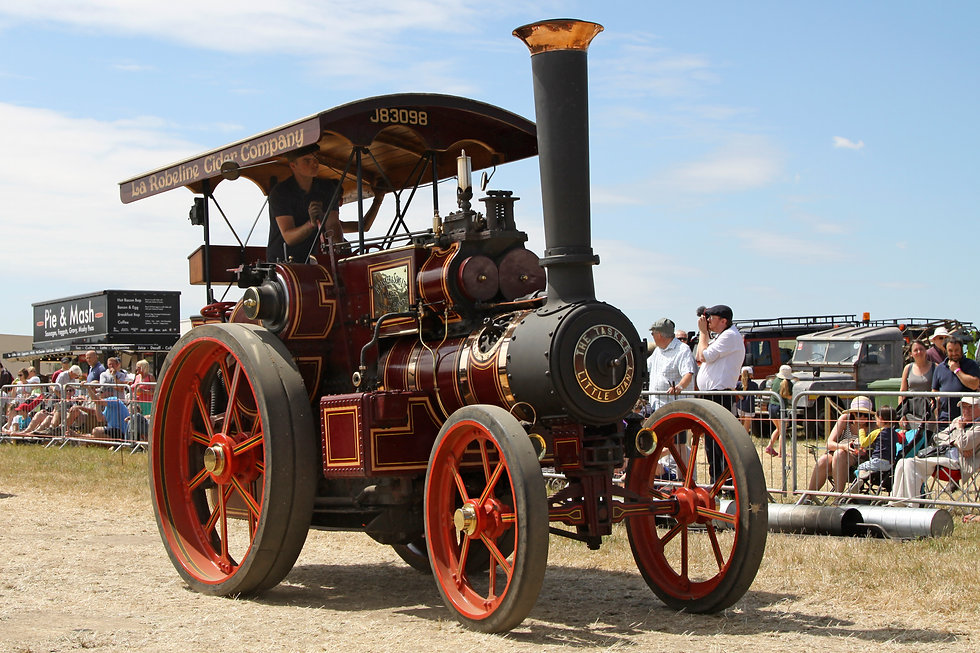 Steam Engine Going around the Main Arena