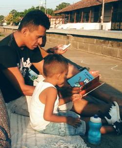 Read with Dad! Viva León Leyendo