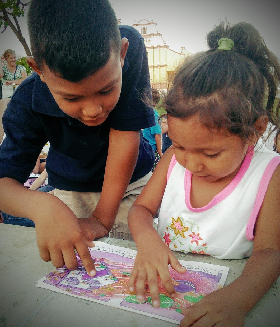 Brother & Sister Viva León Leyendo