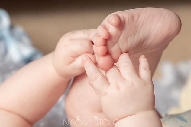 A47I7582_-baby_jake_hands_feet_fb.jpg