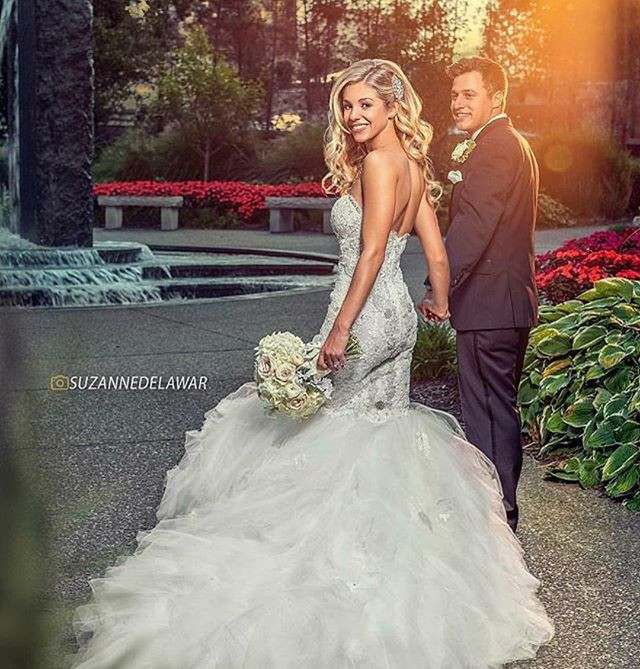 Can you say GORGEOUS BRIDE ALERT!!! Grea