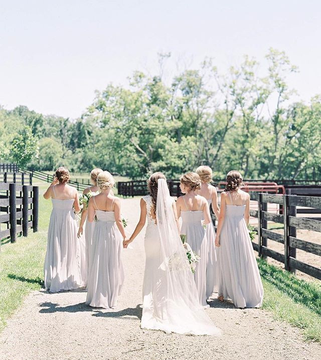 Isn't this the perfect girl tribe photo!