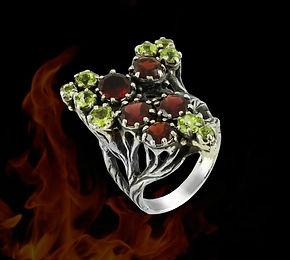 крупное серебряное кольцо с натуральными камнями