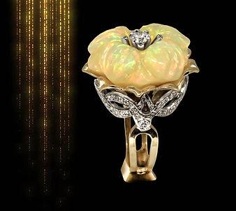 золотое кольцо с крупным эфиопским опалом