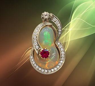 золотой кулон с опалом и бриллиантами