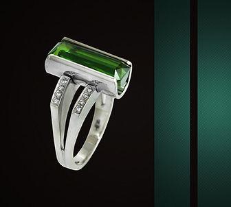 кольцо из белого золота с зеленым турмалином арт-студия ювелир