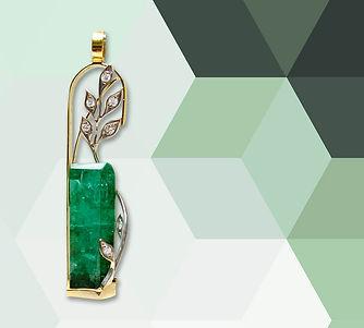 золотой кулон с кристаллом изумруда