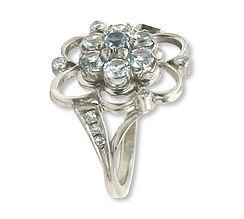 кольцо из белого золота с голубыми топазами