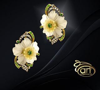 золотые серьги с камнерезными цветами
