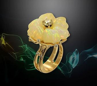 золотое коктейльное кольцо с опалом