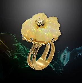золотое кольцо с крупным опалом