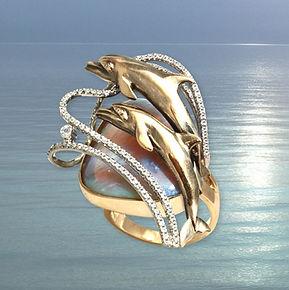 кольцо из золота с дельфинами