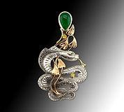 кулон змея с изумрудом