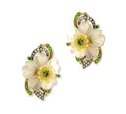 золотые серьги с цветками
