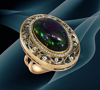 золотое кольцо с черным опалом