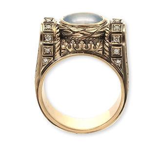 золотое кольцо в винтажном стиле