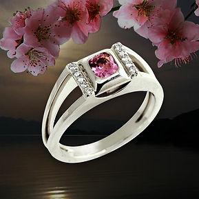 изящное кольцо из белого золота с розовой шпинелью