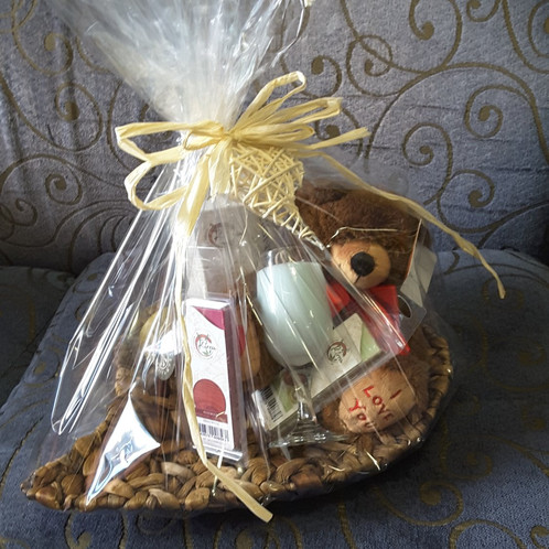 Fragrant Valentine Gift Hamper