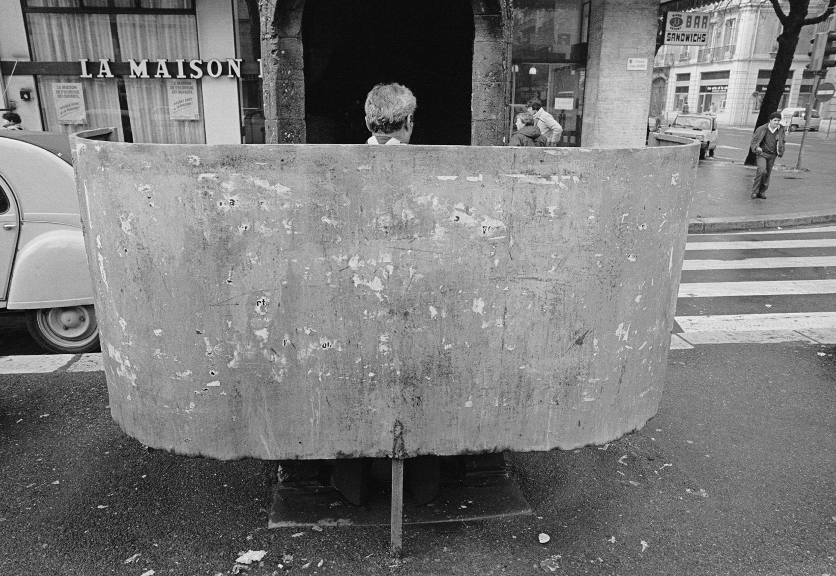 Vespasienne, France 1982