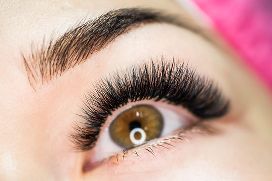 Artificial eyelash extensions in the mas