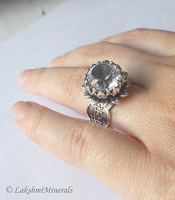 Ювелирный мини-бренд Lala Lotos (Киев) - авторские ювелирные украшения из серебра, золота и натуральных камней. Кольцо с мантрой Лакшми и горным хрусталем.