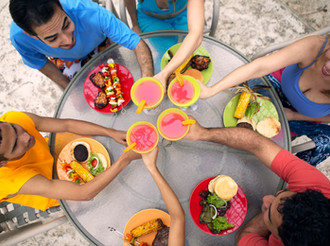 The best time to eat a large meal (and the benefits)