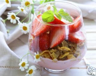 Verrine à la fraise et corn flakes
