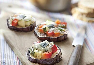 Bruschetta d'aubergine et tartare de légumes d'été