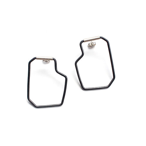 BOXY OUTLINE SWING STUDS