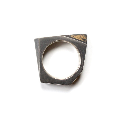 SOLID ANGLES RING - SCRATCHED GOLD