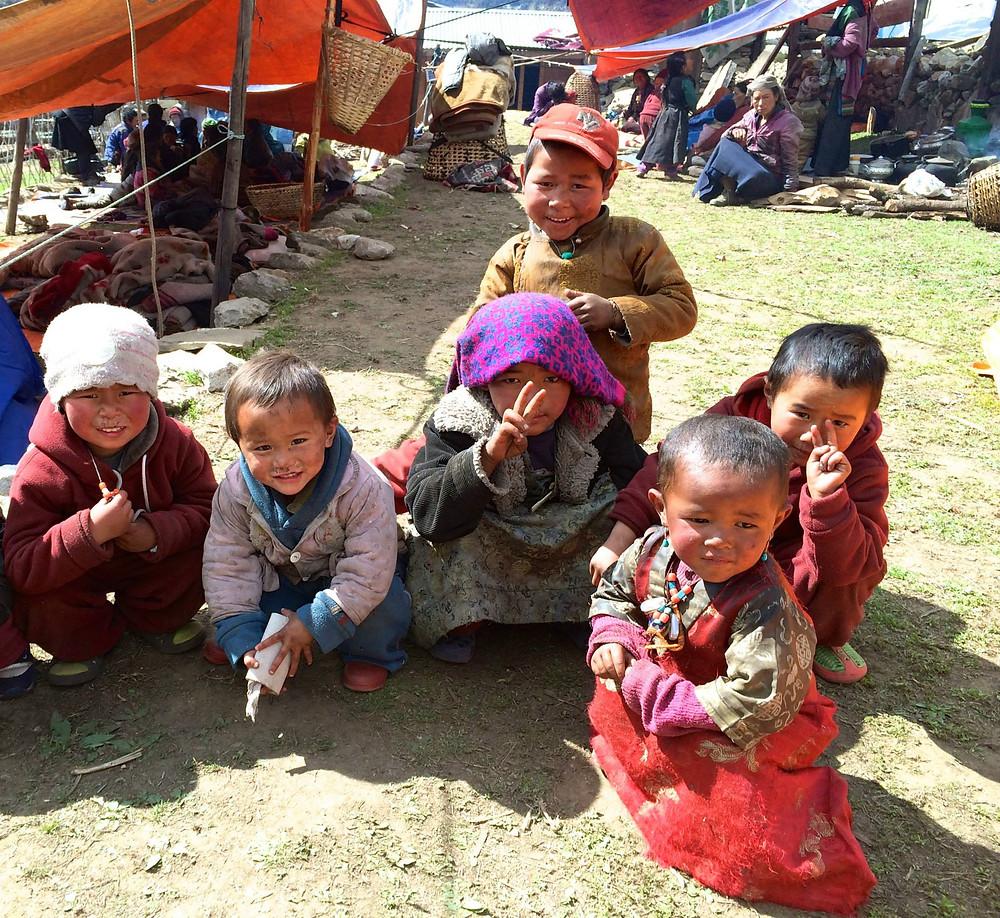 Ani zemětřesení děti o úsměvy nepřipraví