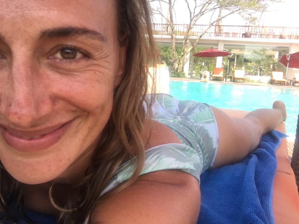 Alexka u bazénu v Myanmaru