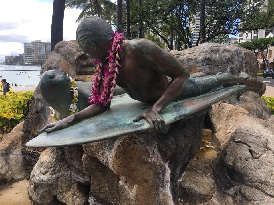 Surfování je na Havaji kultovní - Waikiki