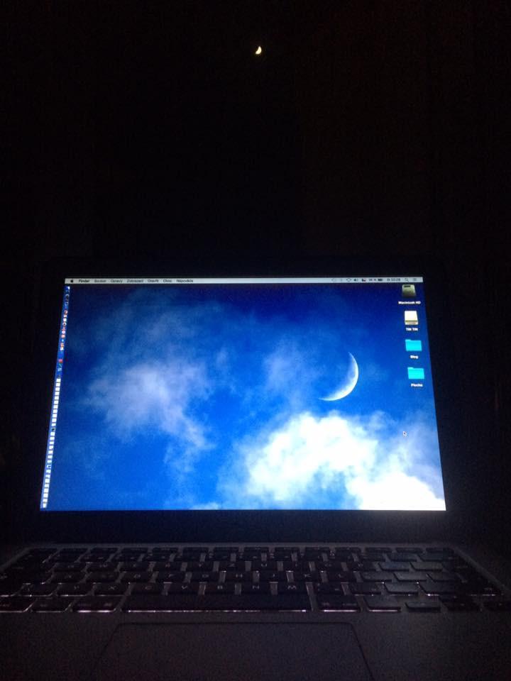 Měsíční obloha je totožná s mou plochou