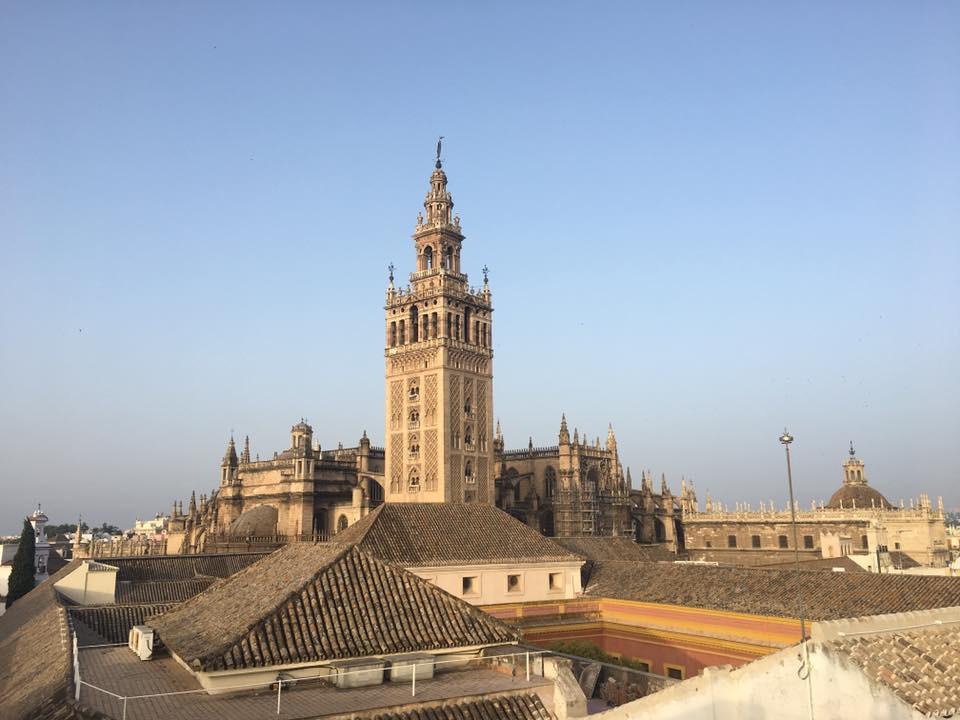 Spanilá katedrála a snídaně na terase