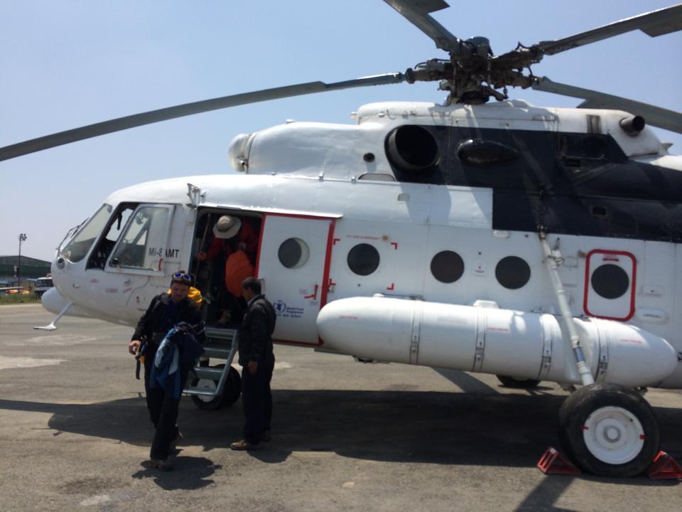 Evakuace helikoptérou do Kathmandu