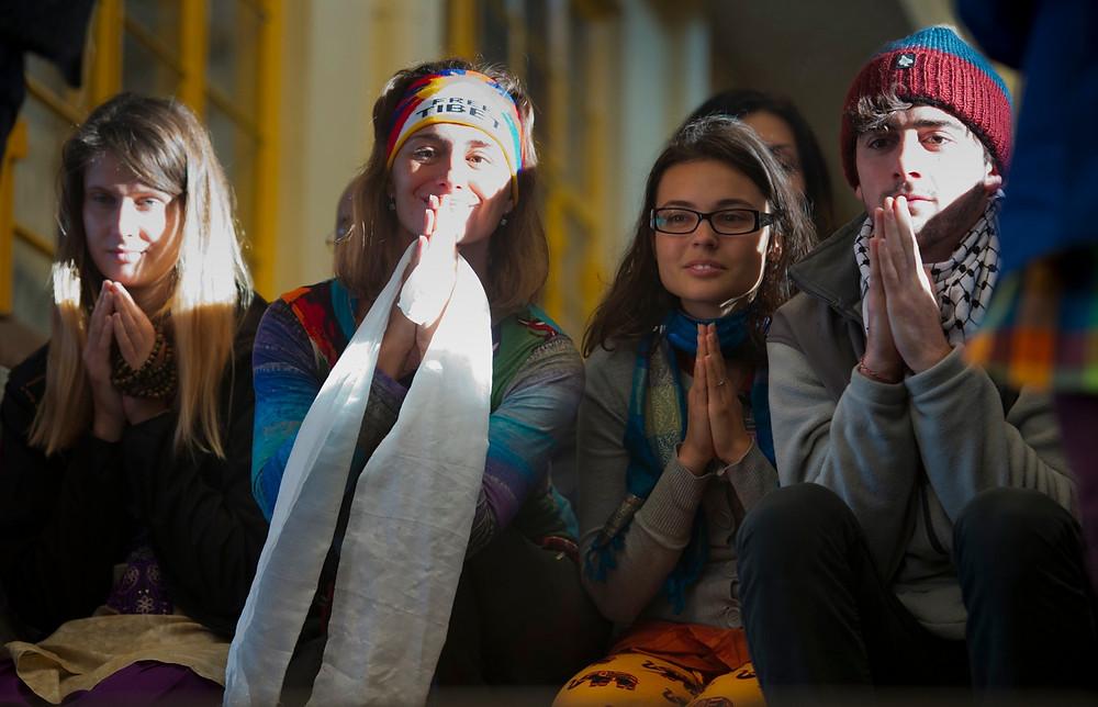 Čekání na Dalajlámu v jeho chrámu