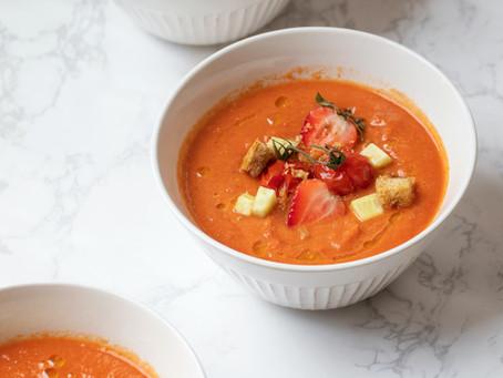 Sopa de tomate e morangos