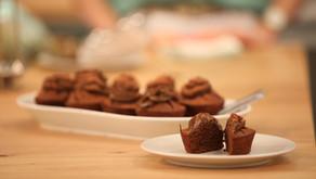 Muffins saudáveis com cobertura de cacau