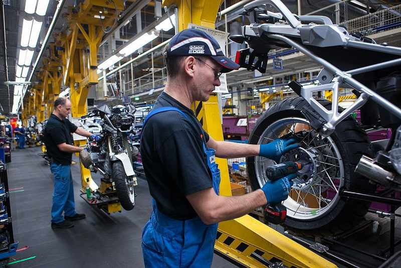 production line of bmw motorcycle 1200gs_800x534
