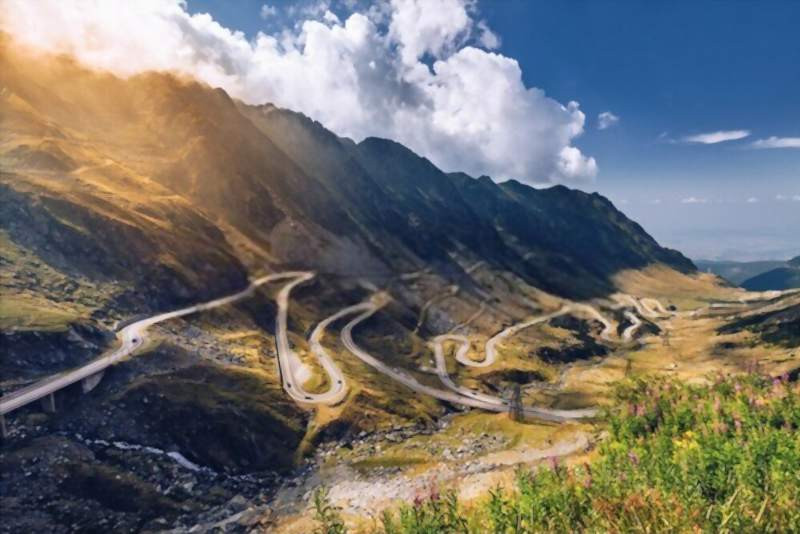 Transfagarasan_pass_in_summer_in_carpathian_mountains_romania_800x534