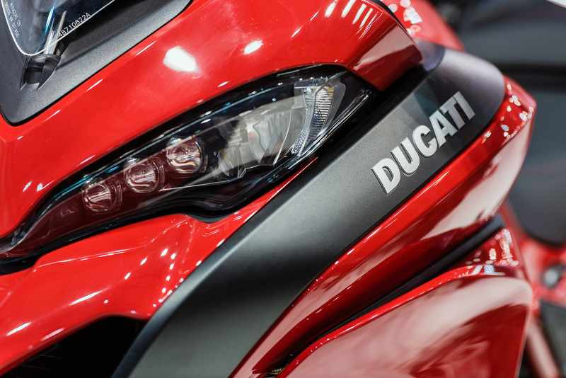 ducati multistrata 2018 the fairing close up in red color_800x534.jpg