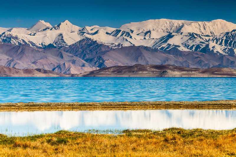 Beautiful view of Karakul lake in Pamir in Tajikistan_800x534
