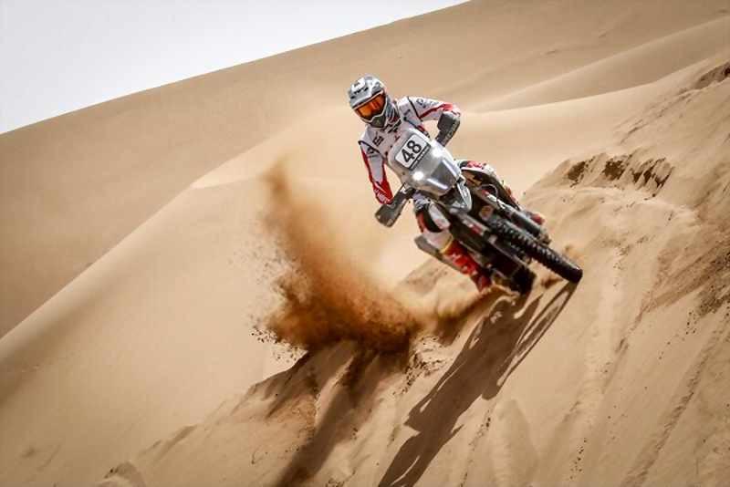 motorcycle_desert_dunnes_dakar_rally_800x534