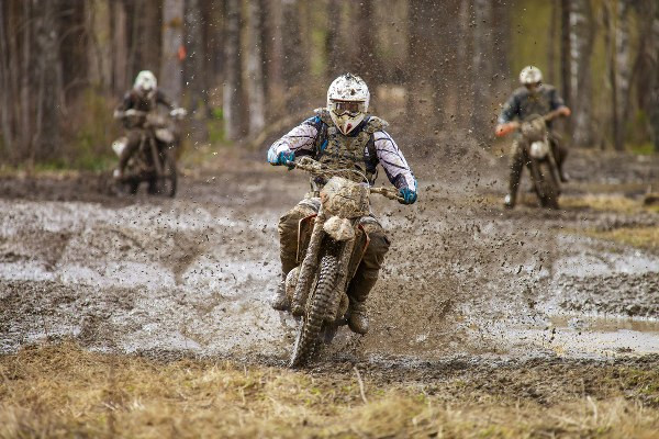 dirt bikes in competing in the mud