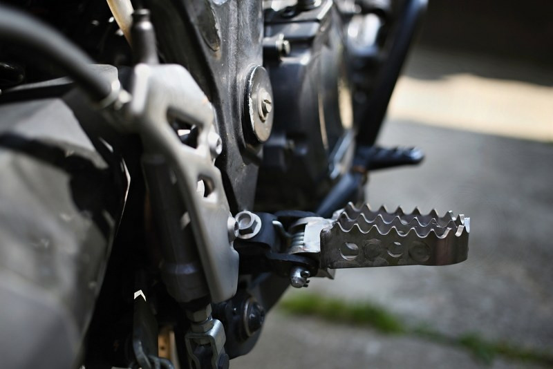 motorcycle adventure footpegs_800x534