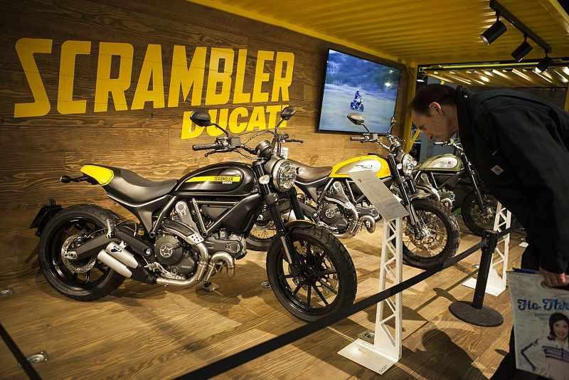 ducati scarmbler in showroom_800x534.jpg