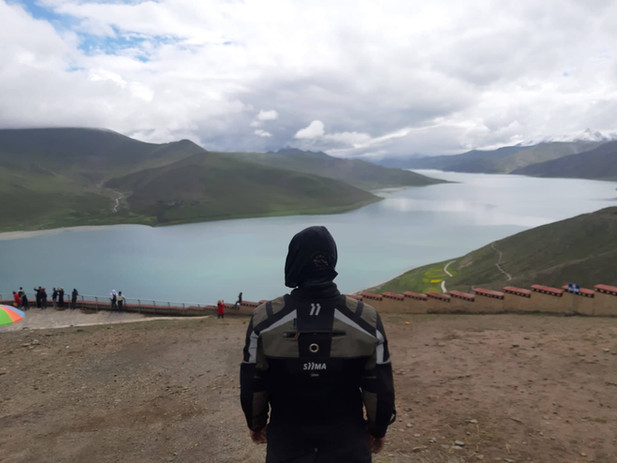 siima sibirsky on himalayan mountains with lake view